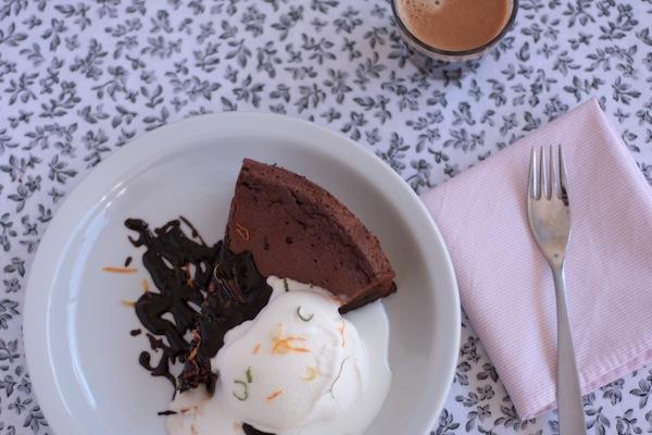 Ro Guaraz · torta de chocolate y café sin harina · 05 · ouch