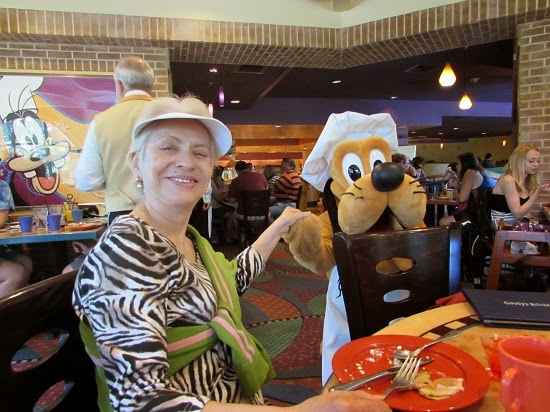 At Goofy's kitchen with Pluto character