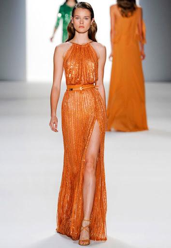 Дълга блестяща ярко оранжева рокля на Elie Saab