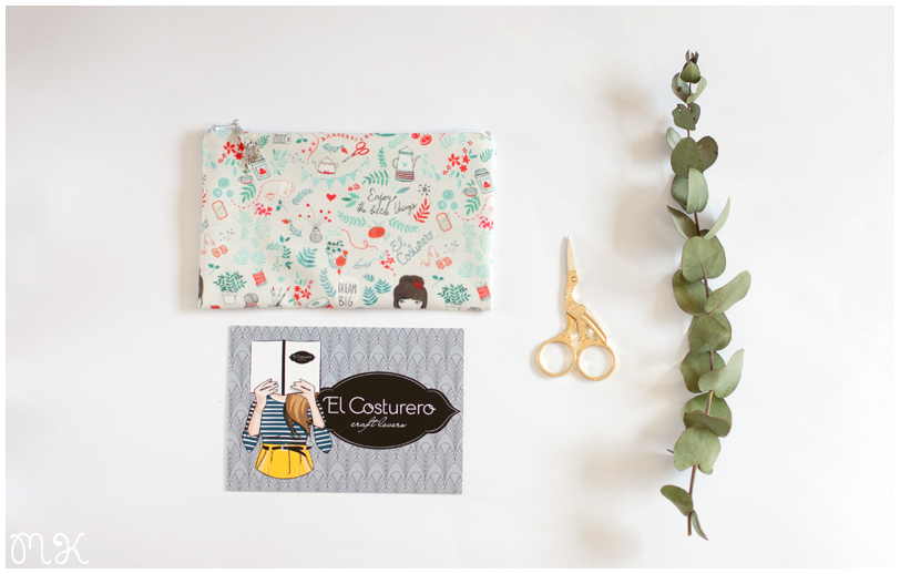 estuche hecho a mano, postal, tijeras y rama de eucalipto