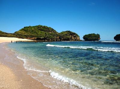 Pantai Watu Karung yang Belum terjamah Namun Terkenal di Dunia