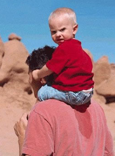 funny picture: child peed on the back of father