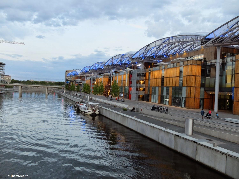 Lyon Confluence centre commercial Rhône moderne pole commerce la Saone, visiter Lyon ThatsMee.fr