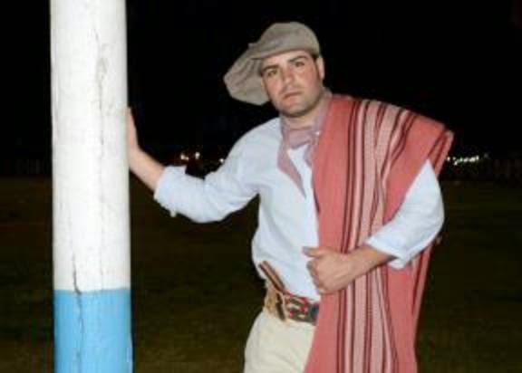 "Fernando Martin Alvaredo ""Recreación Poncho de Rosas Familia Avar Saracho""San Genaro Pcia de San"