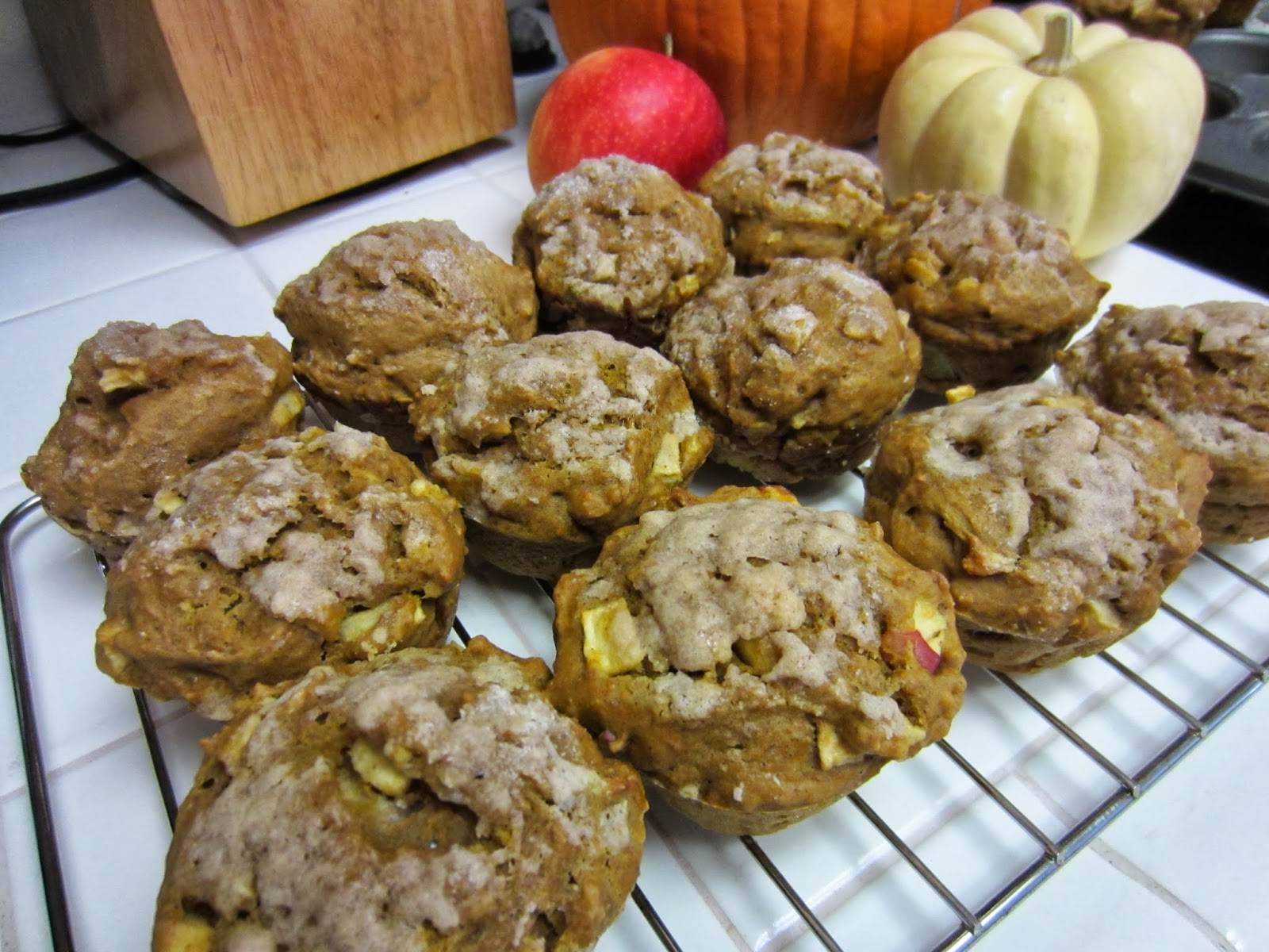 Sisters Do Food and Fitness: Pumpkin Apple Streusel Muffins