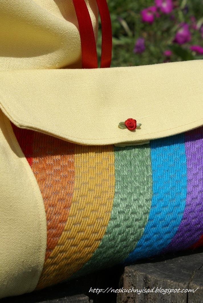 Косметичка с вышивкой по сетке