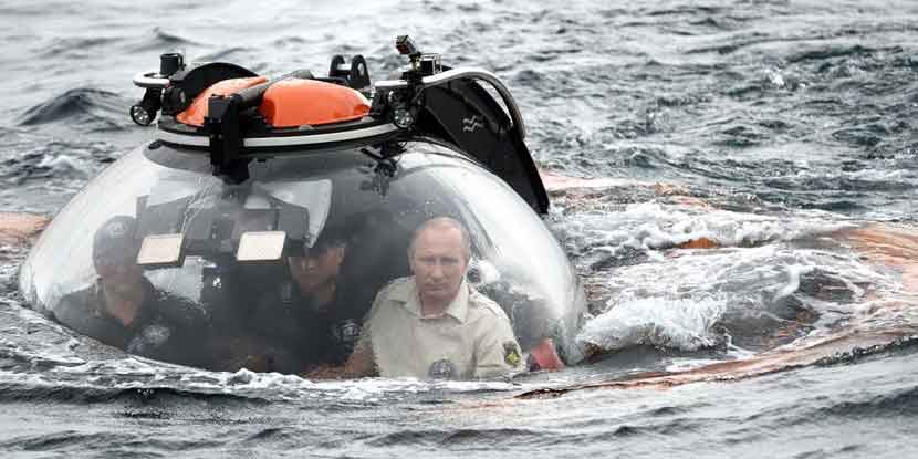 Vladimir-Putin-Entered-A-Submarine-And-Triggered-Photoshop-Wars-Thumbnail