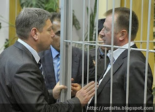 Александр Елькин (справа)