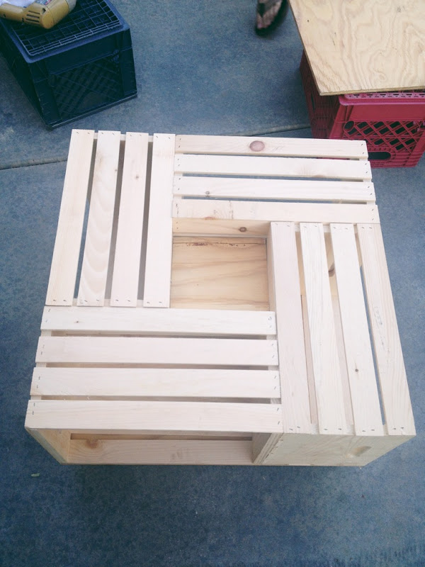 Team gilster diy wood crate coffee table for Coffee table made out of wooden crates
