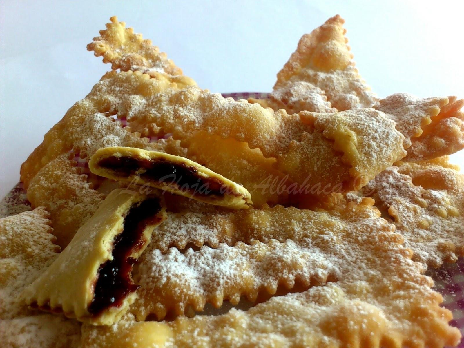 dulce italiano de carnaval, chiacchere, bugie, frappe