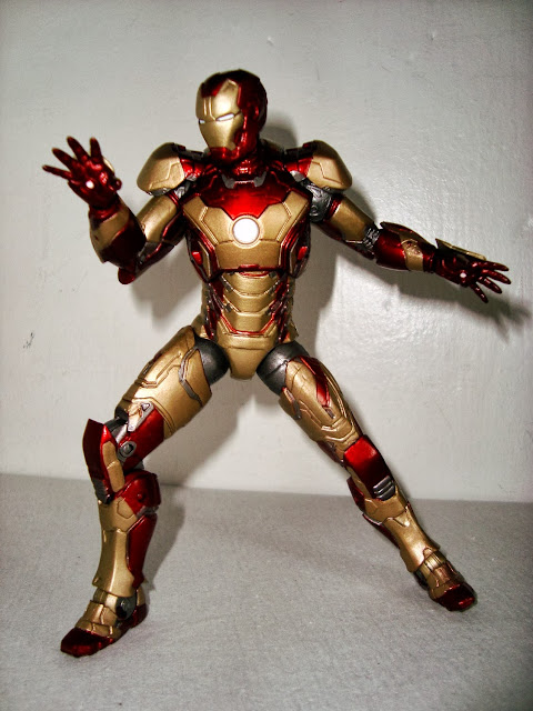 MARVEL SELECT (Toy Biz) 2002-2007 - Page 2 Iron-man-3-marvel-select011-737501