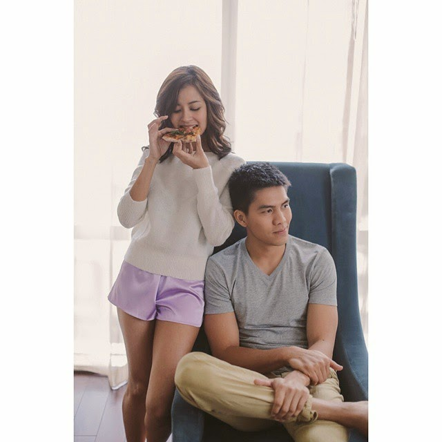 What's the role of pizza in Bianca Gonzalez and JC Intal pre-nuptial photos?