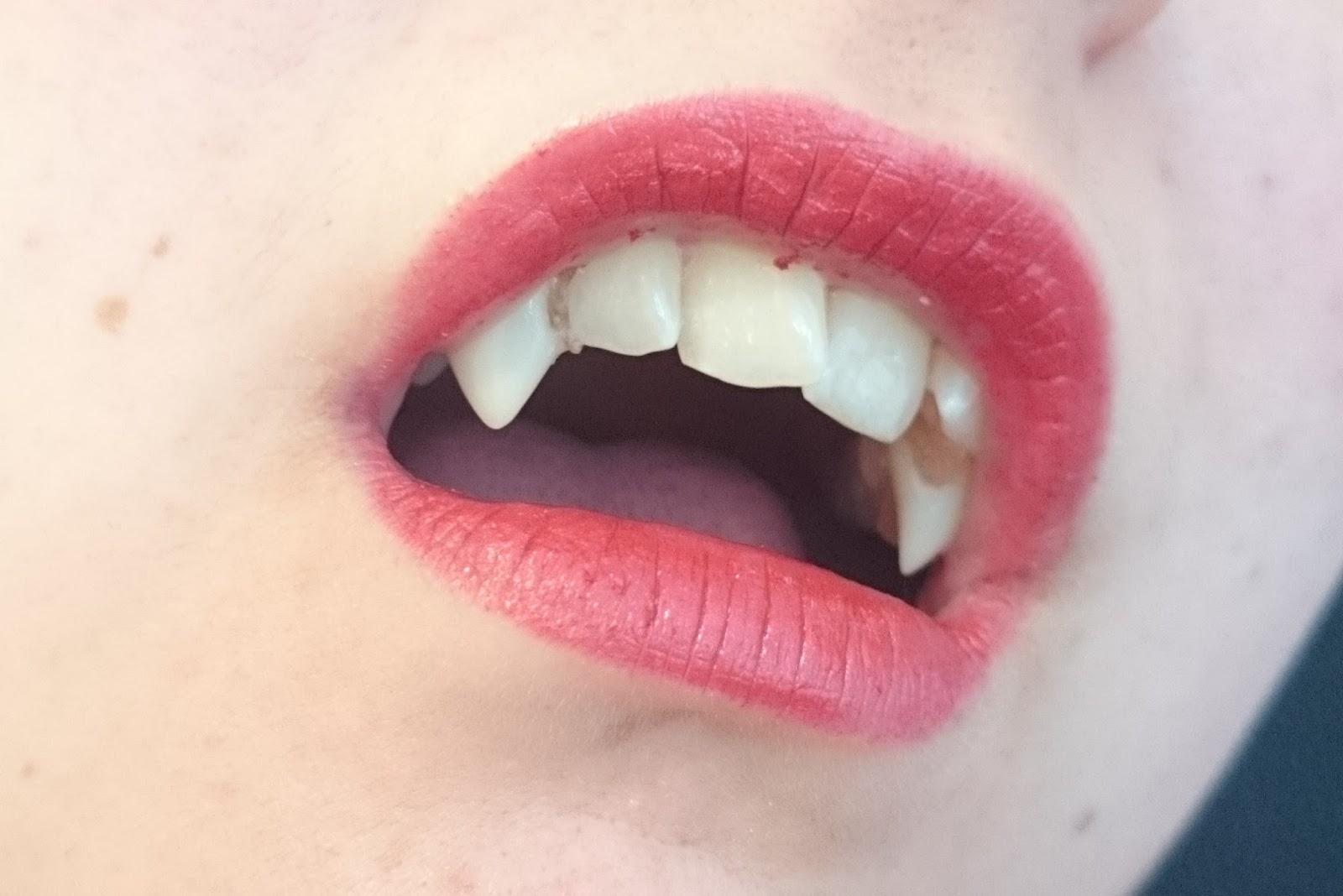 Mac Frost Lipstick Viva Glam Rihanna Tragebild Vampir