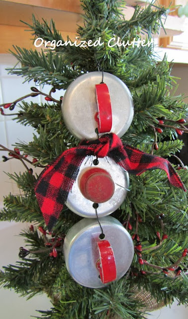 Repurposed Biscuit Cutter Snowman Ornament www.organizedclutterqueen.blogspot.com