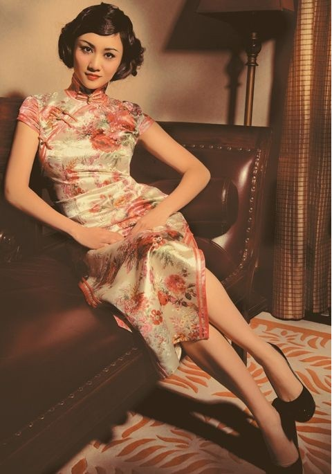 vintage photo of Chinese woman in Cheongsam qipao dress
