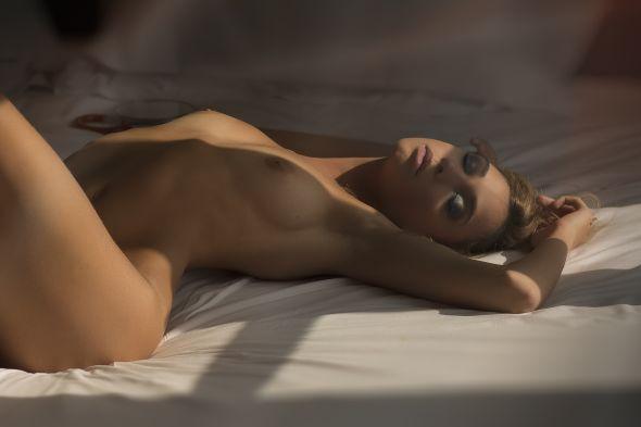 linda modelo loira Giuvi Palazzi fotografia de Emanuele Cassina para The Libertine