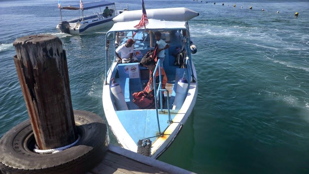 Naik bot ke Pulau Manukan, Sabah