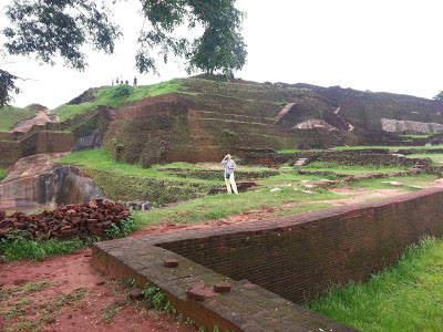 Sigiriya top summit, high quality, ramped pyramid structure, Throne Sofa, center, ancient high technology civilization remains
