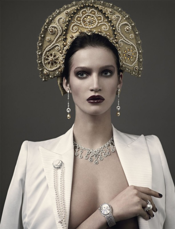 http://4.bp.blogspot.com/-NS0L0Qu2Hyw/TjkivwtVe6I/AAAAAAAAwis/cvVL2n4KAeg/s1600/Marta-Berzkalna-Mariano-Vivanco-Fashiontography-2.jpg