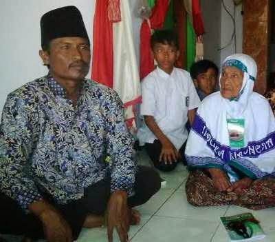 http://arminarekajatim.blogspot.com/2014/09/menabung-9-tahun-sukarni-nenek-99-tahun.html