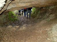 Des de l'interior de la cova-bauma del Turó de Montgoi