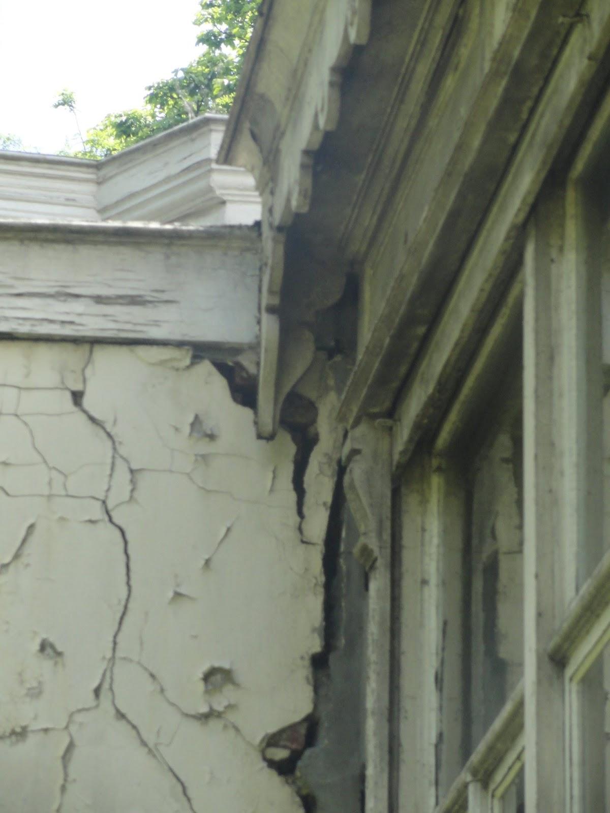 P titions patrimoine la maison hap a l 39 abandon 05 - Maison qui s affaisse ...