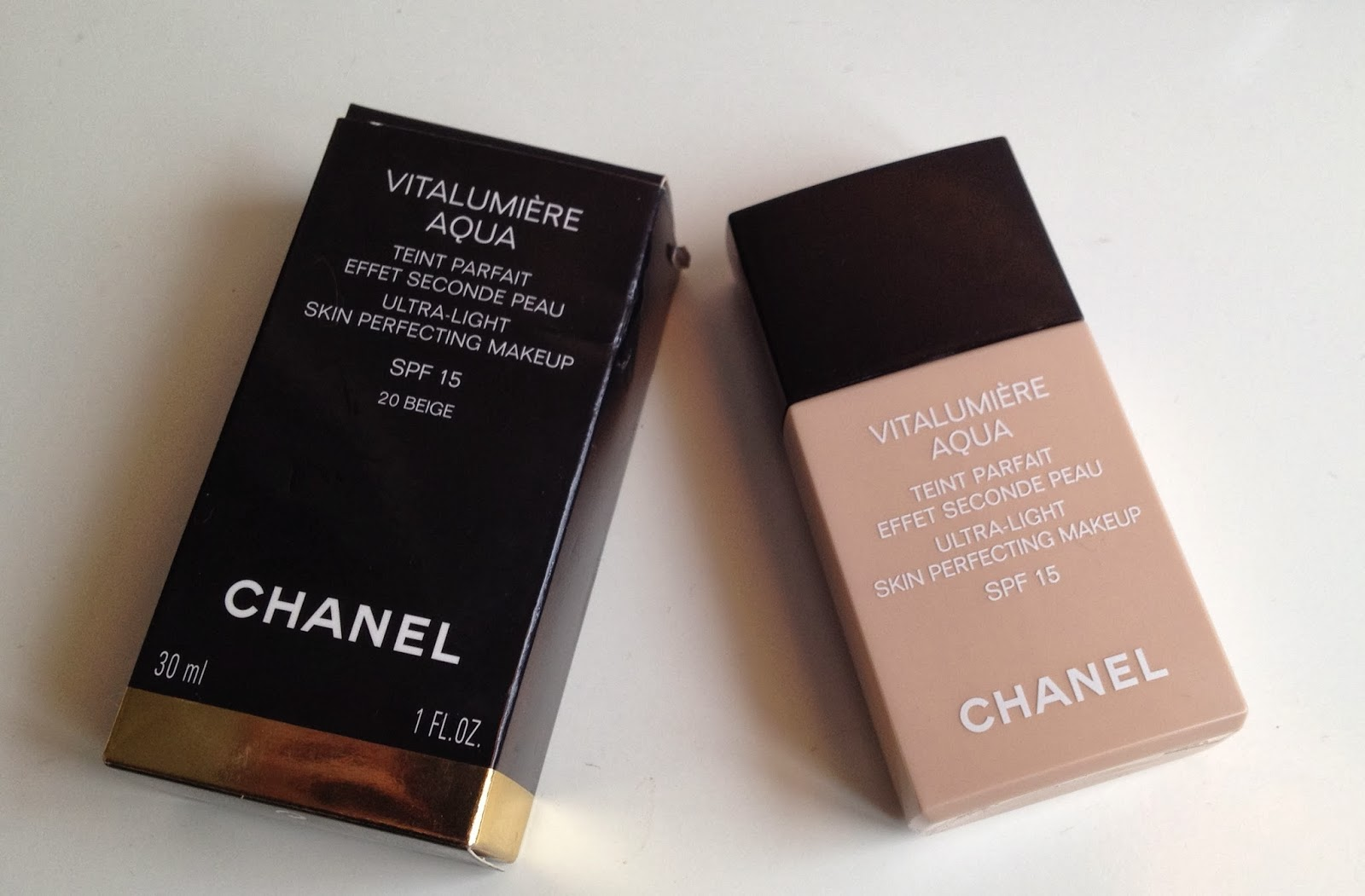 Chanel Vitalumiere Aqua Foundation B20