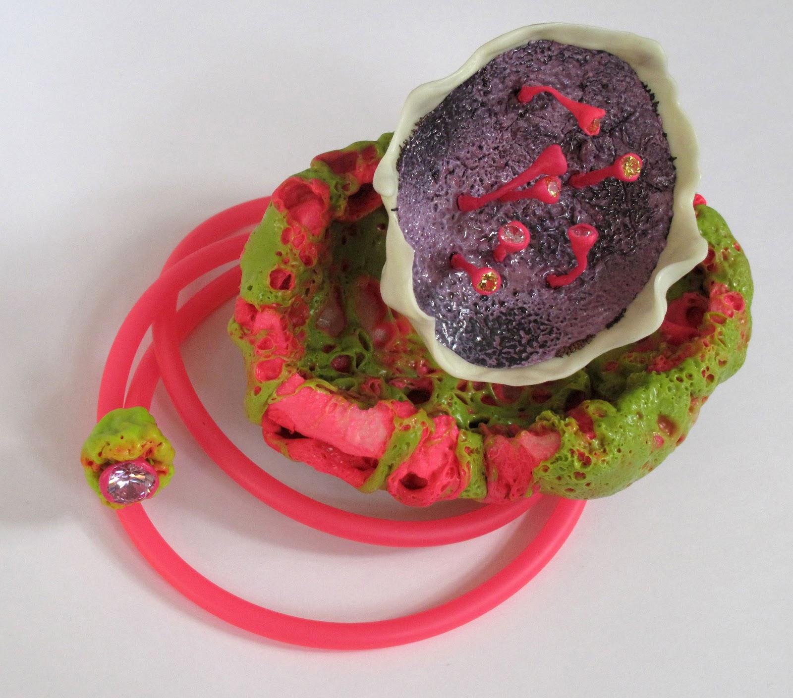 NECKLACE;+plastic,+enamel,+cz,+pvc+cord dans Beate EISMANN (DE)