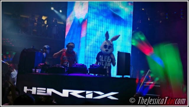 DJ Hendrix and Kryoman both on stage rocking the set