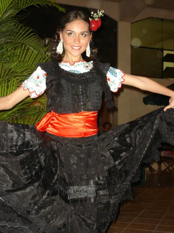 Trajes Tipicos Del Peru Traditional Peruvian Dresses | apexwallpapers