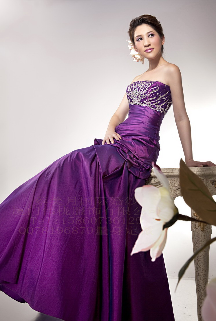 Chinese red wedding dress compares with purple chinese for Wedding dresses with purple
