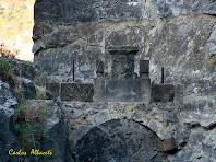 Arc de pedra amb làpides al Pas de la Foradada. Autor: Carlos Albacete