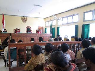 12 Warga Timahan Kampak Trenggalek di Vonis 4 Bulan Penjara
