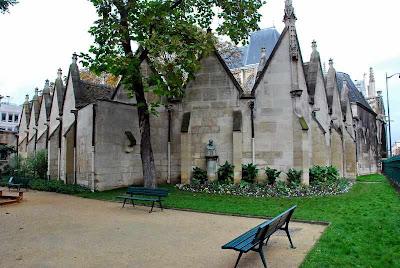 Foulques de Neuilly pregou a IV Cruzada na igreja de S. Severin de Paris.