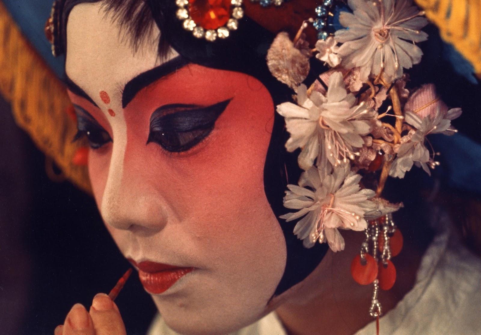 Why do women wear makeup: Why do women wear makeup - Theatre Makeup