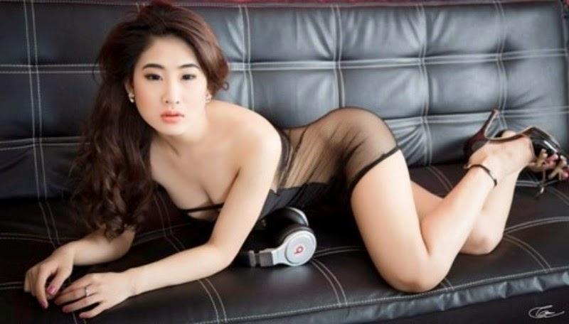 DJ OXY Thi Ngoc extremely sexy bikini