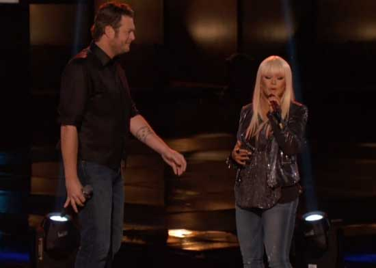 Christina Aguilera sings with Blake Shelton