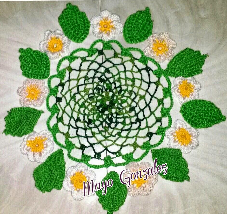 Aprendiendo a tejer y mas centro de mesa de margaritas for Centro de mesa a crochet