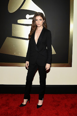 Anna Kendrick wearing Band of Outsiders suit at 2015 Grammy Awards red carpet