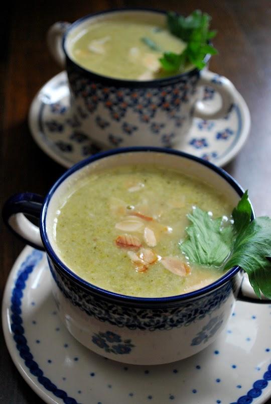 Zupa brokułowa z migdałami