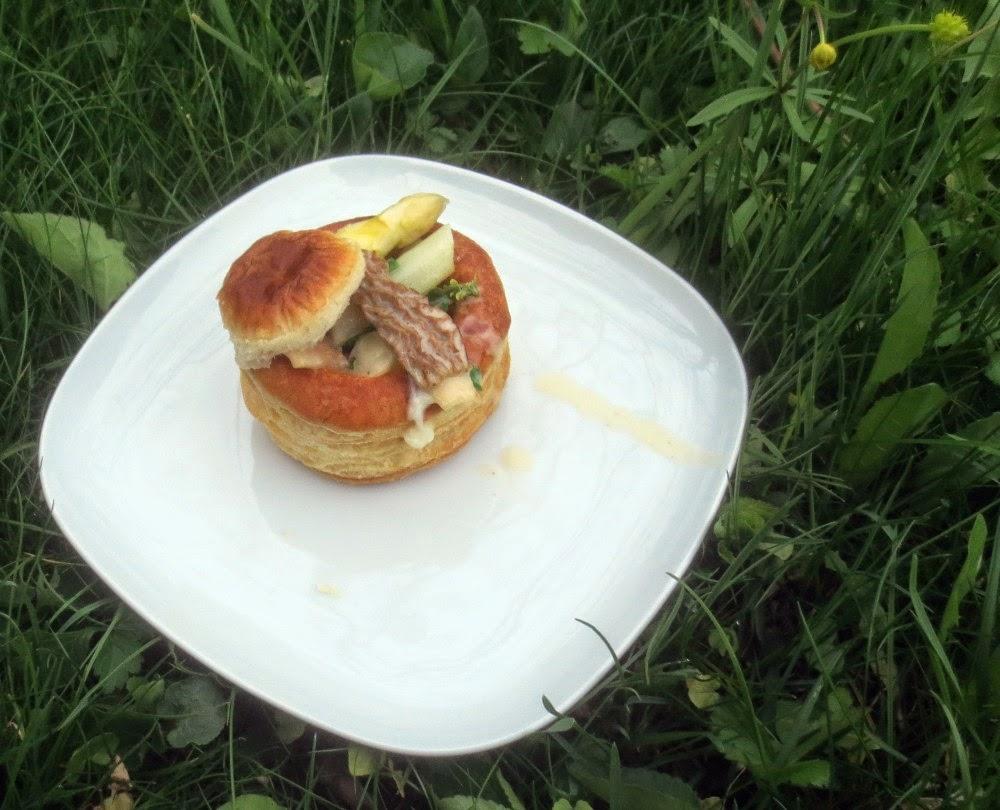 Blätterteigpastete mit Spargel-Morchel-Ragout