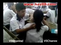 Clip học sinh bóp vú hôn nhau trong lớp gây sốc | hay88.com