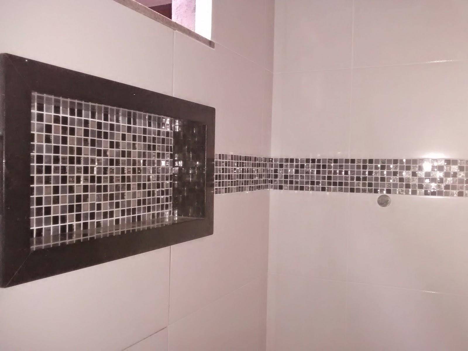 Tcharaaamm!!! E eis aqui o nicho do banheiro social já instalado! #795952 1600 1200