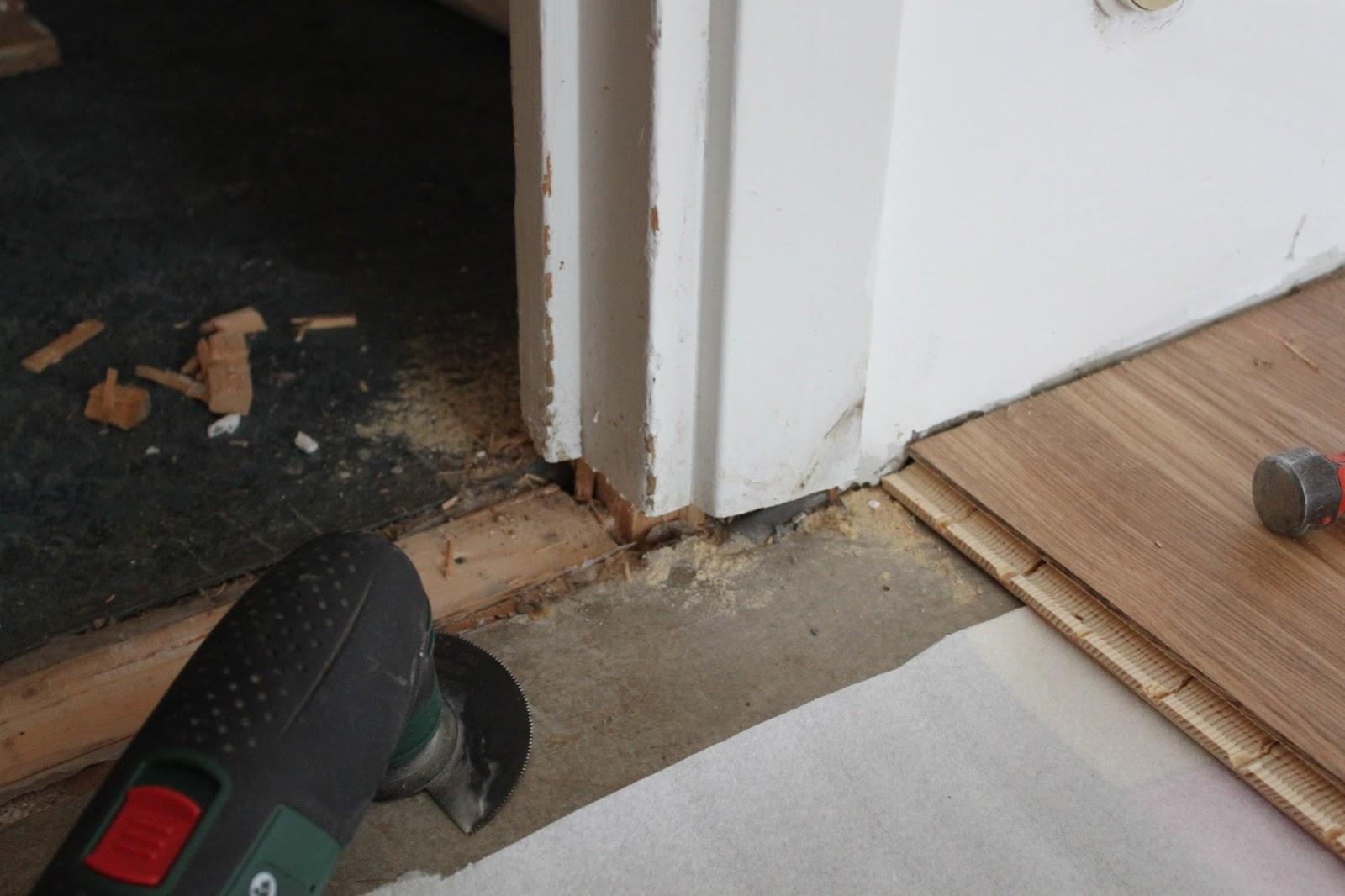 Släng dig i väggen, Ernst!: Golvläggning i sovrummet : dörrkarm innerdörr : Inredning