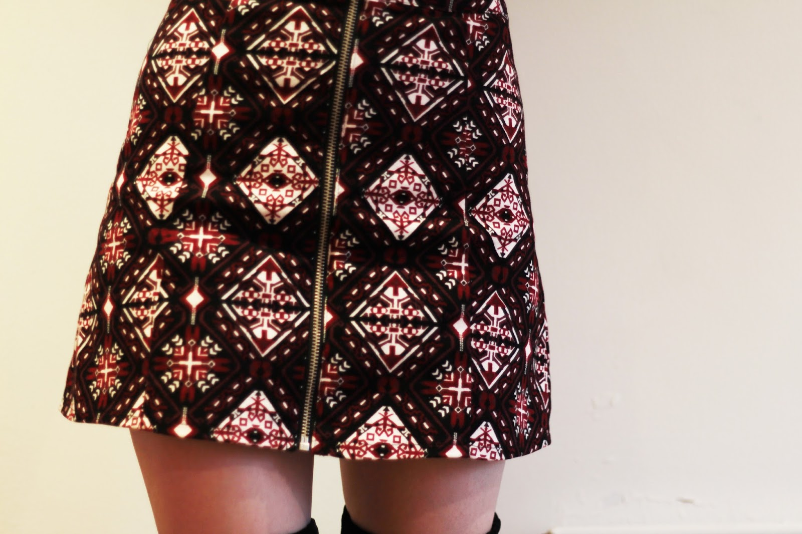 H&M zip front a line patterned skirt