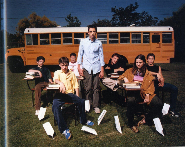 http://4.bp.blogspot.com/-NVuOW1gFsAU/UMC7lzJ3gJI/AAAAAAAAAzI/RgvKIhRYnI4/s1600/Freaks-and-geeks-freaks-and-geeks-5953077-1500-1196.jpg