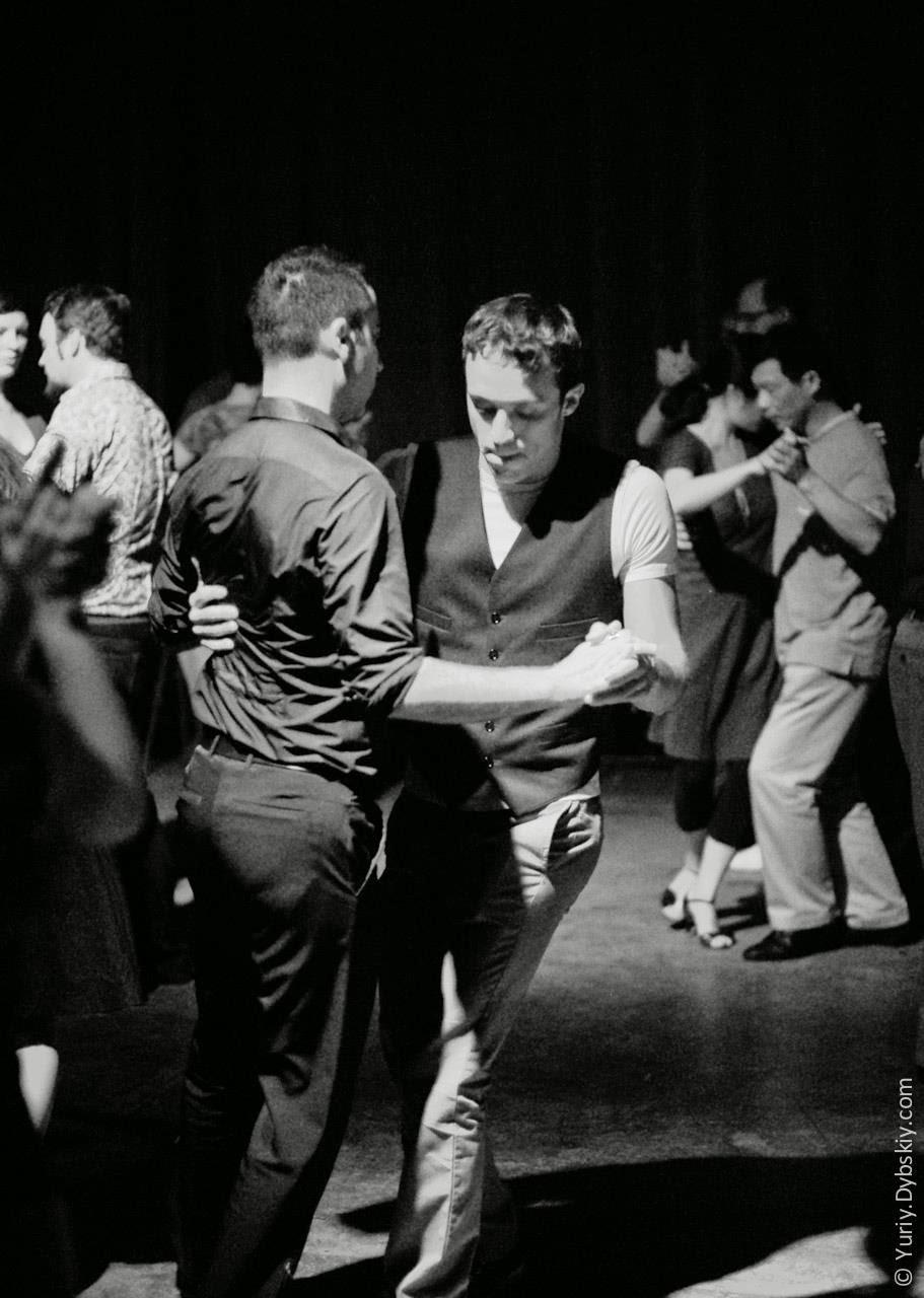 Gay ir a bailar
