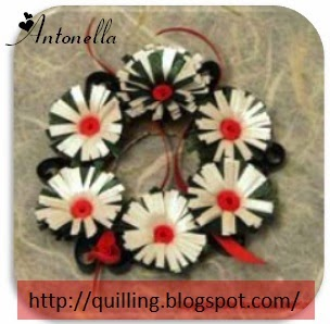 A Quilled Christmas Winter Wreath with Fringed Flowers from Antonella at www.quilling.blogspot.com  #Quilled #Quilling #FringedFlowers #Christmas