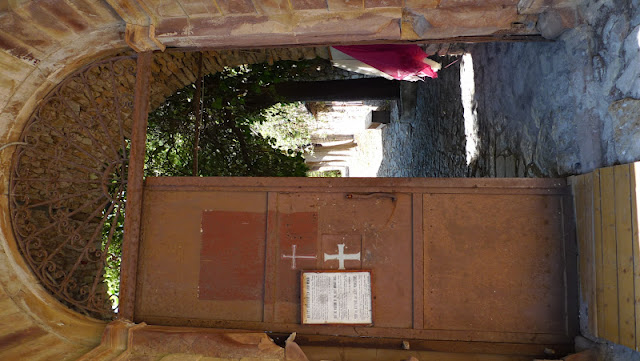 2 różne klasztory/2 different monasteries