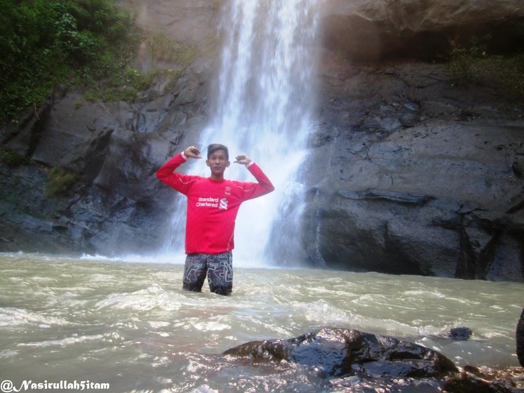 Berpose di Curug Ngoro-oro, Gunungkidul
